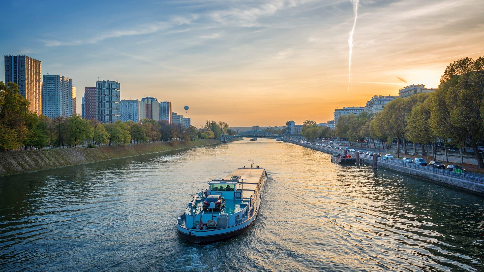 La Seine, corridor portuaire mondial et pivot d'une croissance verte en Normandie